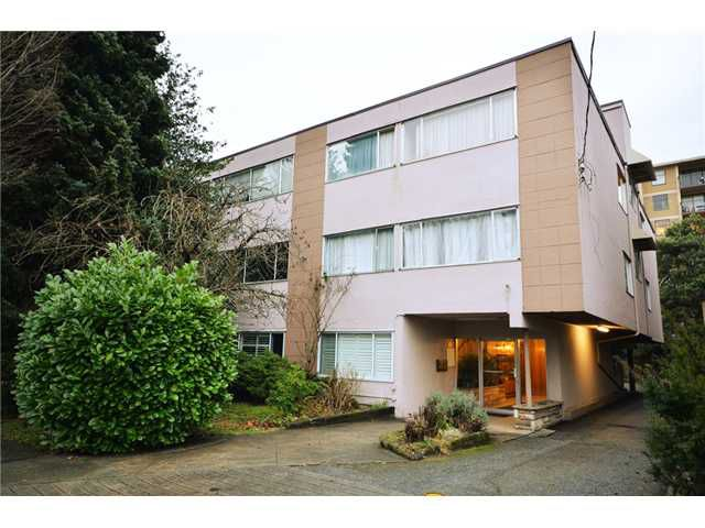 "Main Photo: 205 3731 W 6TH Avenue in Vancouver: Point Grey Condo for sale in ""ASTON VILLA"" (Vancouver West)  : MLS®# V927724"