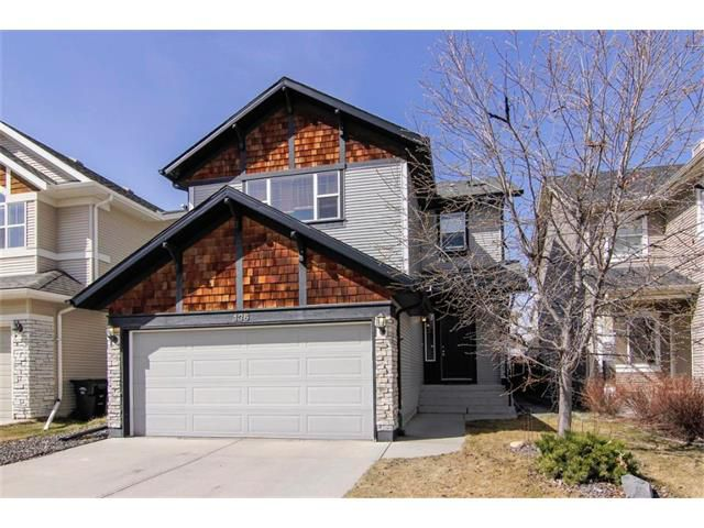 Main Photo: 136 COUGAR RIDGE Circle SW in Calgary: Cougar Ridge House for sale : MLS®# C4005616