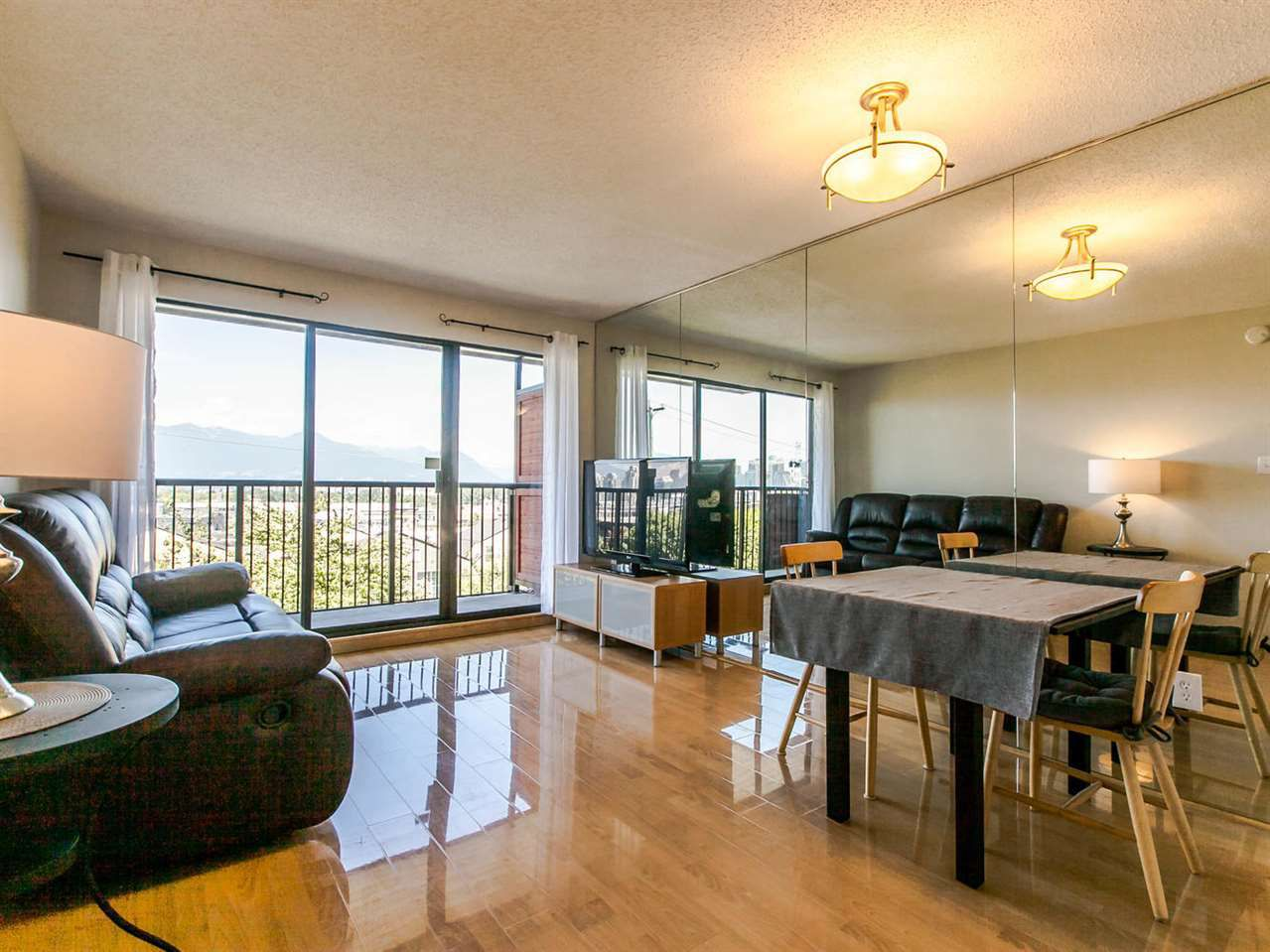 """Main Photo: 305 2142 CAROLINA Street in Vancouver: Mount Pleasant VE Condo for sale in """"WOOD DALE"""" (Vancouver East)  : MLS®# R2086873"""