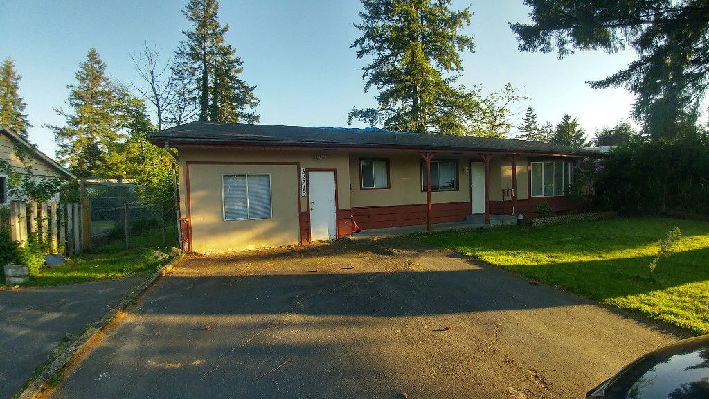 Main Photo: 32218 Autumn Ave in Abbotsford: House for rent