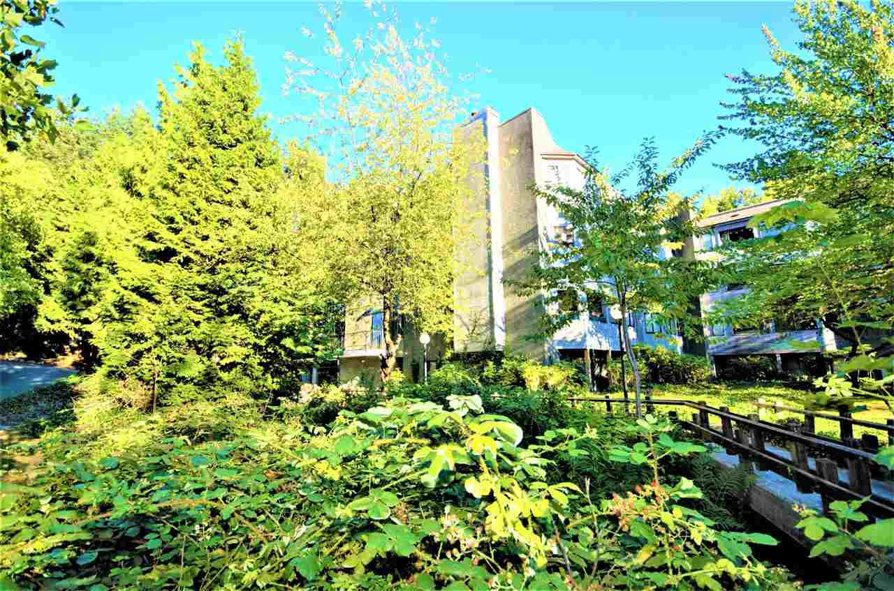 "Main Photo: 209 9880 MANCHESTER Drive in Burnaby: Cariboo Condo for sale in ""BROOKSIDE COURT"" (Burnaby North)  : MLS®# R2193210"