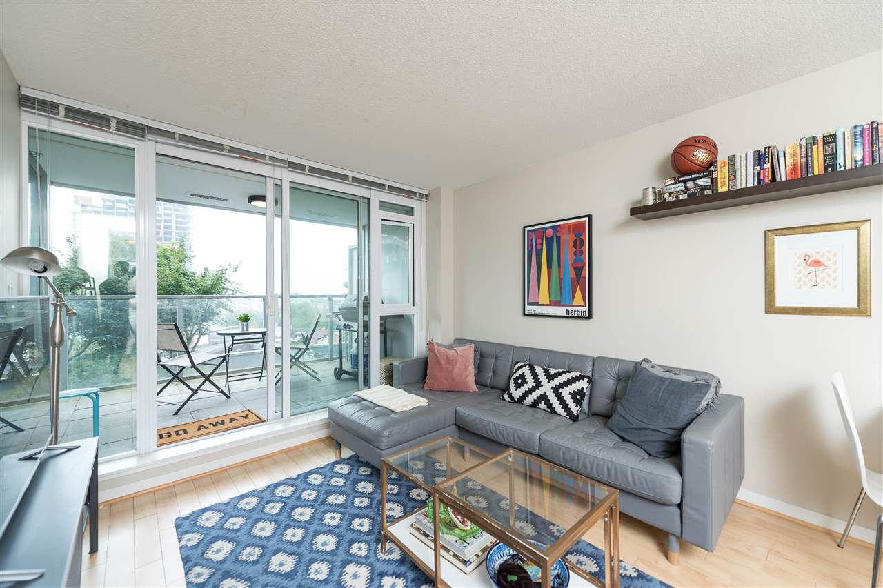 Main Photo: 402 2770 SOPHIA STREET in Vancouver: Mount Pleasant VE Condo for sale (Vancouver East)  : MLS®# R2205207