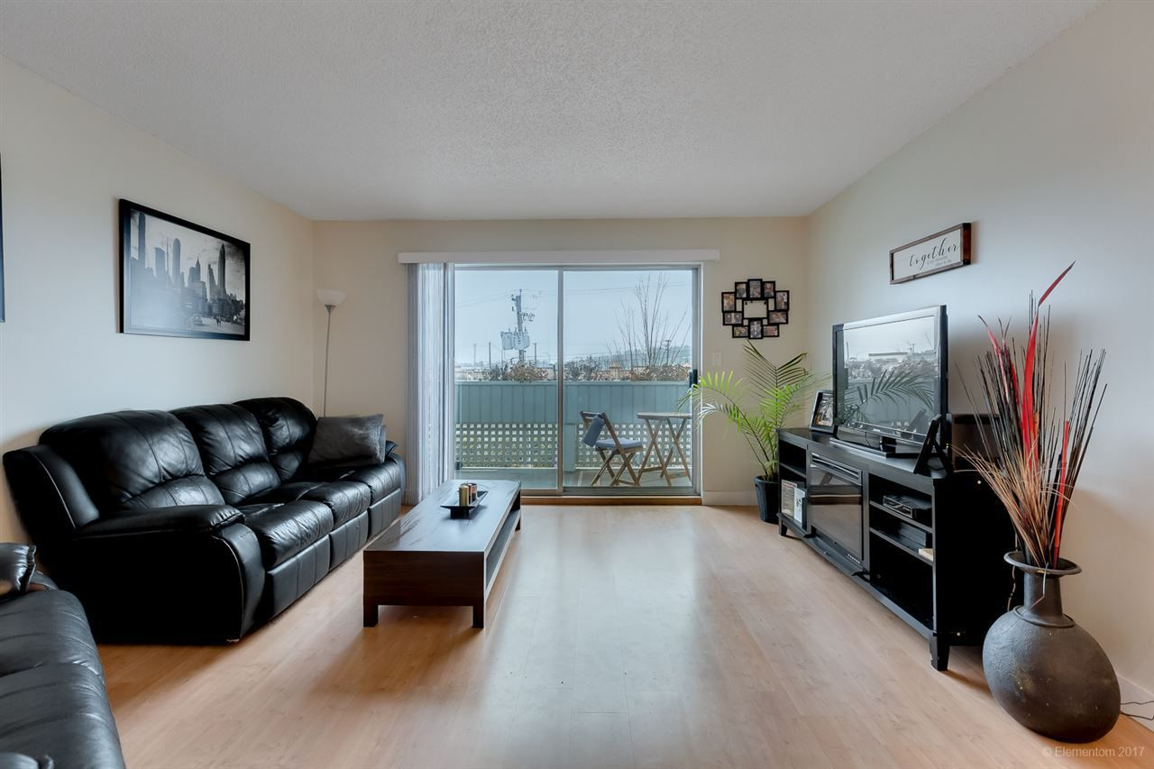 "Main Photo: 308 2055 SUFFOLK Avenue in Port Coquitlam: Glenwood PQ Condo for sale in ""SUFFOLK MANOR"" : MLS®# R2235250"