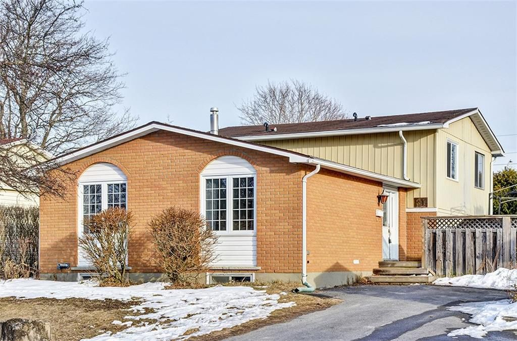 Main Photo: 21 Bell Avenue in Smiths Falls: House for sale : MLS®# 1098838