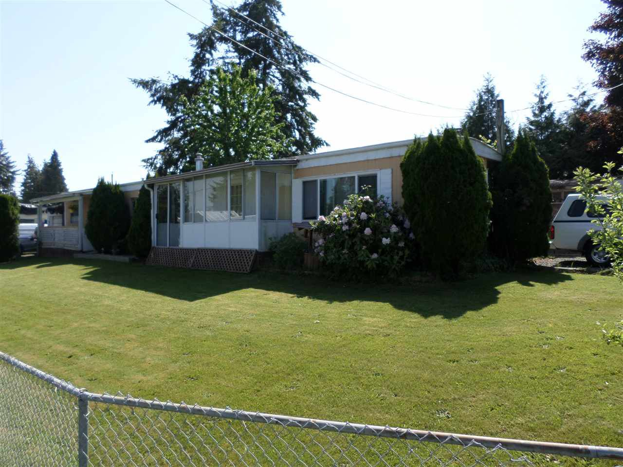 Main Photo: 2203 CRYSTAL Court in Abbotsford: Poplar Manufactured Home for sale : MLS®# R2271129