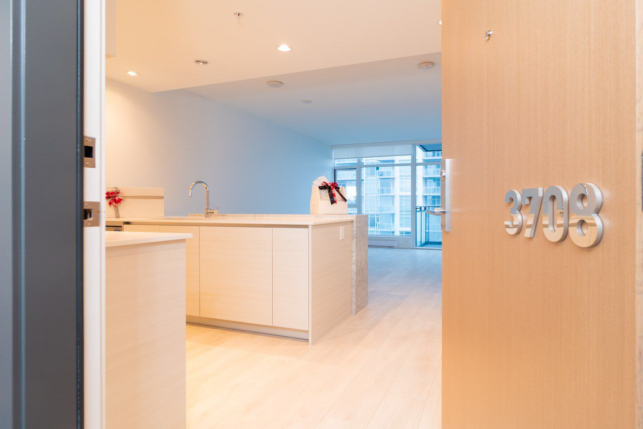 """Main Photo: 3708 6098 STATION Street in Burnaby: Metrotown Condo for sale in """"Station Square II"""" (Burnaby South)  : MLS®# R2328265"""