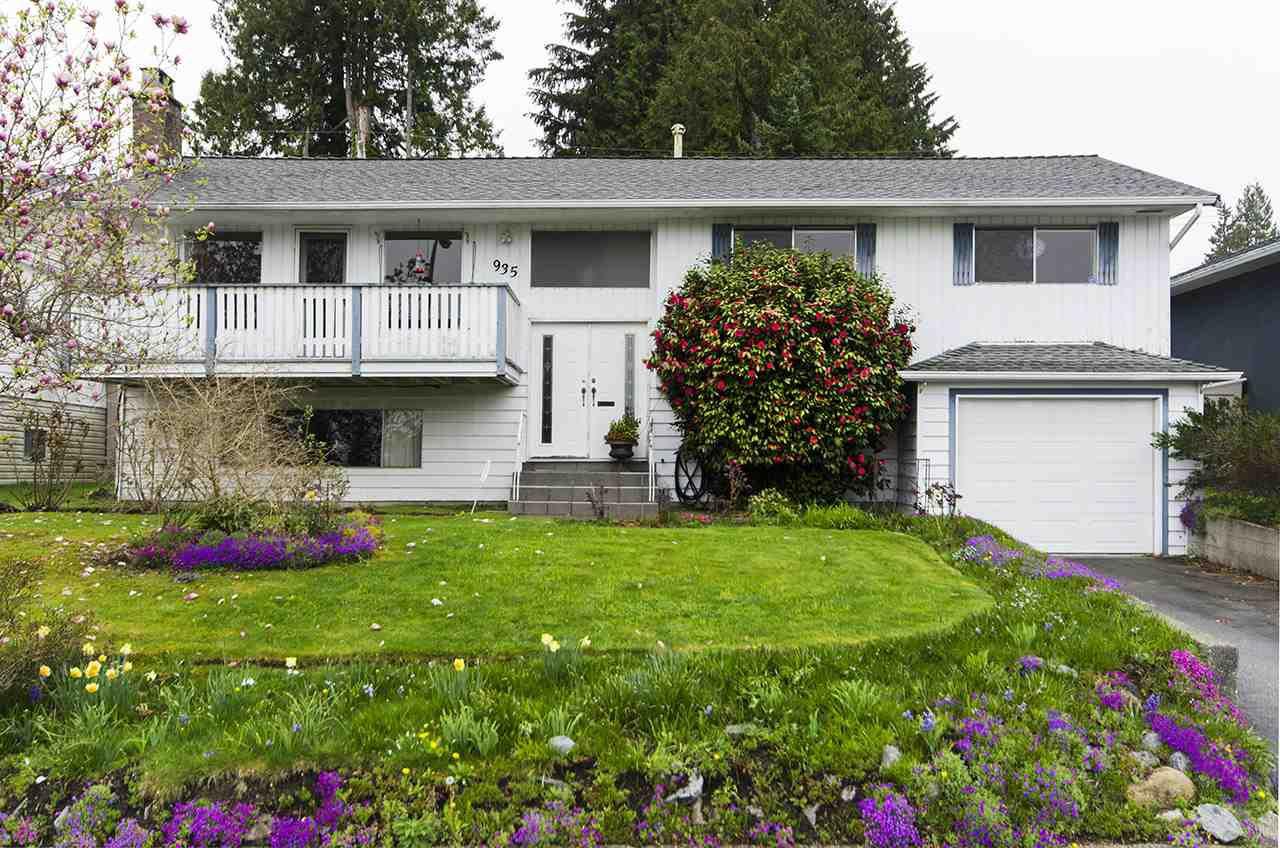 """Main Photo: 935 GLENCOE Drive in Port Moody: Glenayre House for sale in """"GLENAYRE"""" : MLS®# R2357253"""