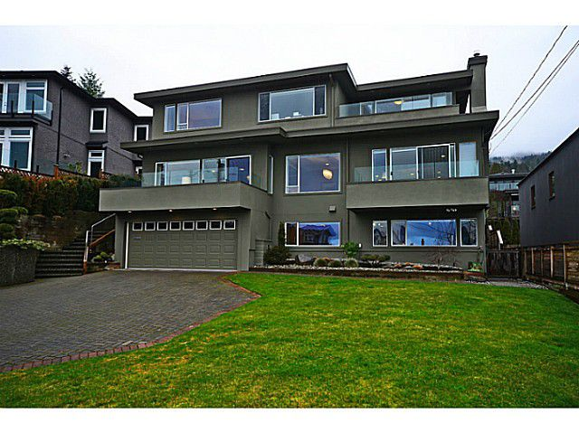 """Main Photo: 2557 LAWSON Avenue in West Vancouver: Dundarave House for sale in """"DUNDARAVE"""" : MLS®# V1044897"""