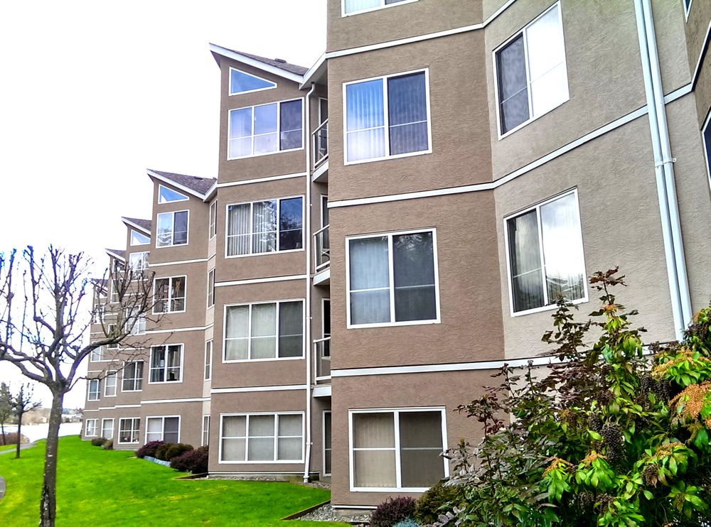 Main Photo: 214 4969 WILLS ROAD in Uplands: Apartment for sale : MLS®# 369691