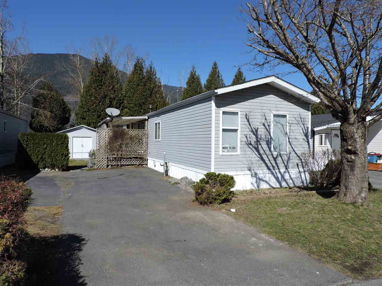 """Main Photo: 4 41168 LOUGHEED Highway in Mission: Dewdney Deroche Manufactured Home for sale in """"Oasis Estates"""" : MLS®# R2343161"""
