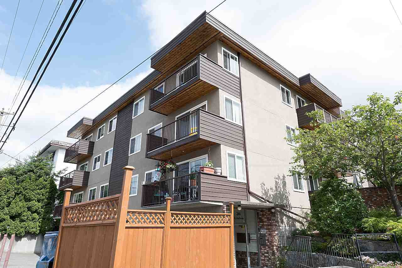 "Main Photo: 204 241 ST. ANDREWS Avenue in North Vancouver: Lower Lonsdale Condo for sale in ""Woodburn Place"" : MLS®# R2382570"