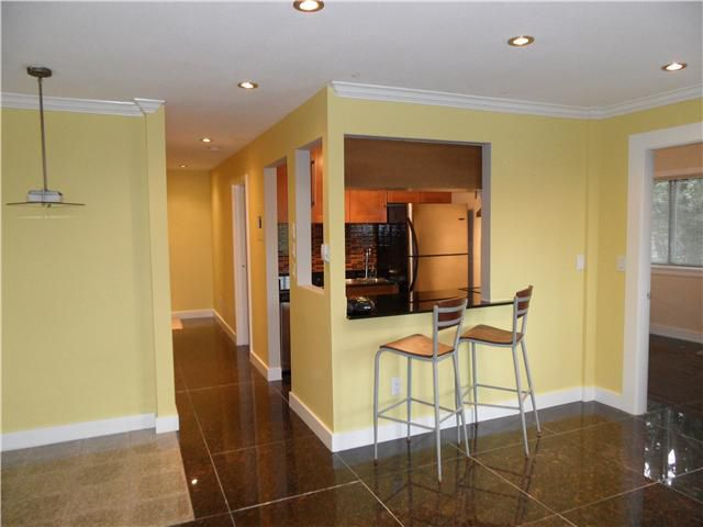 """Main Photo: 305 809 W 16TH Street in North Vancouver: Hamilton Condo for sale in """"PANORAMA COURT"""" : MLS®# V889808"""
