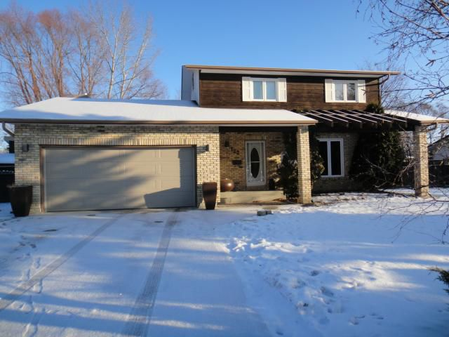 Main Photo: 122 North Hill Drive in ESTPAUL: Birdshill Area Residential for sale (North East Winnipeg)  : MLS®# 1200766