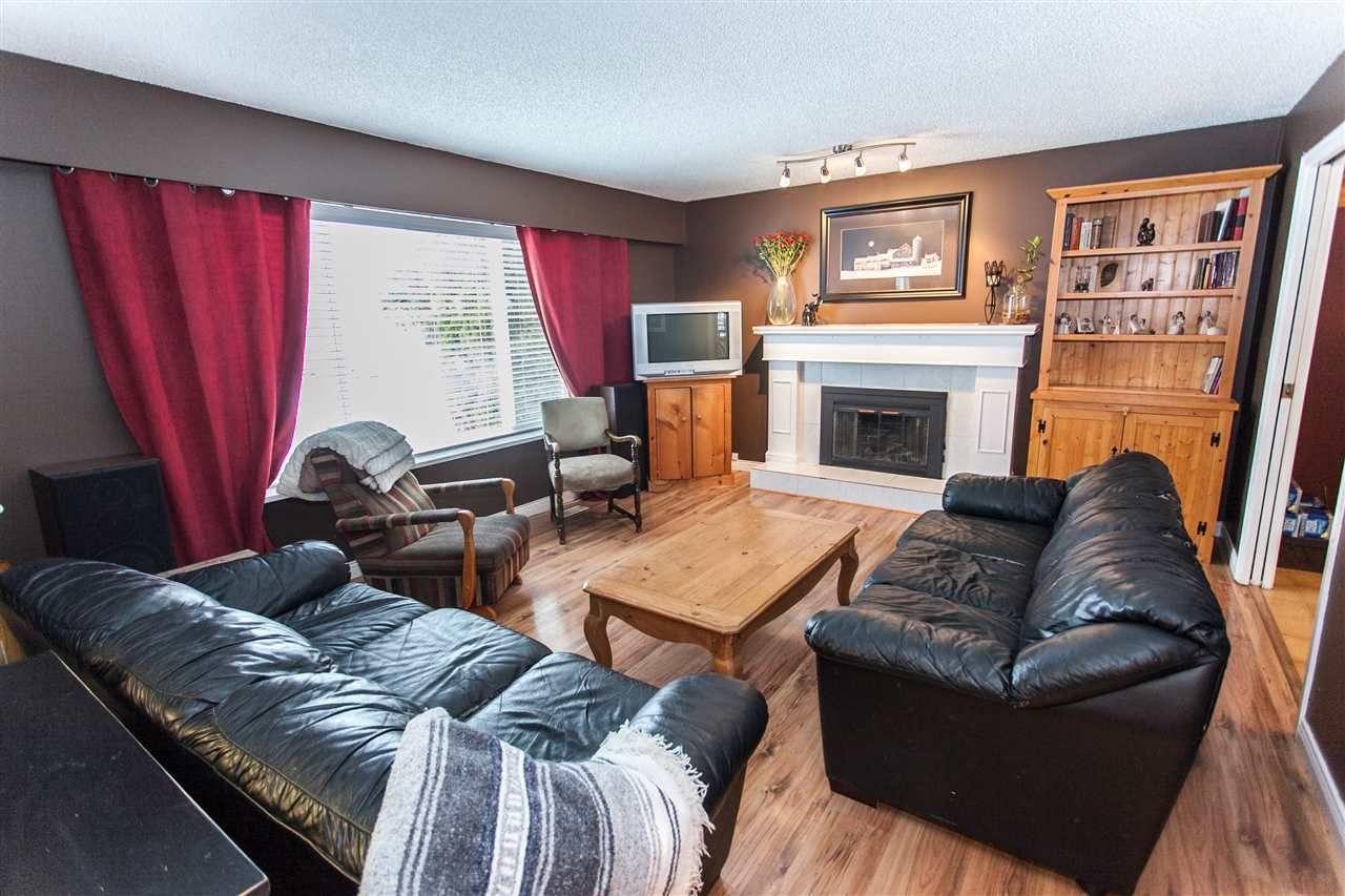 """Main Photo: 5964 HOLSTEIN Street in Surrey: Cloverdale BC House for sale in """"Cloverdale"""" (Cloverdale)  : MLS®# R2136726"""