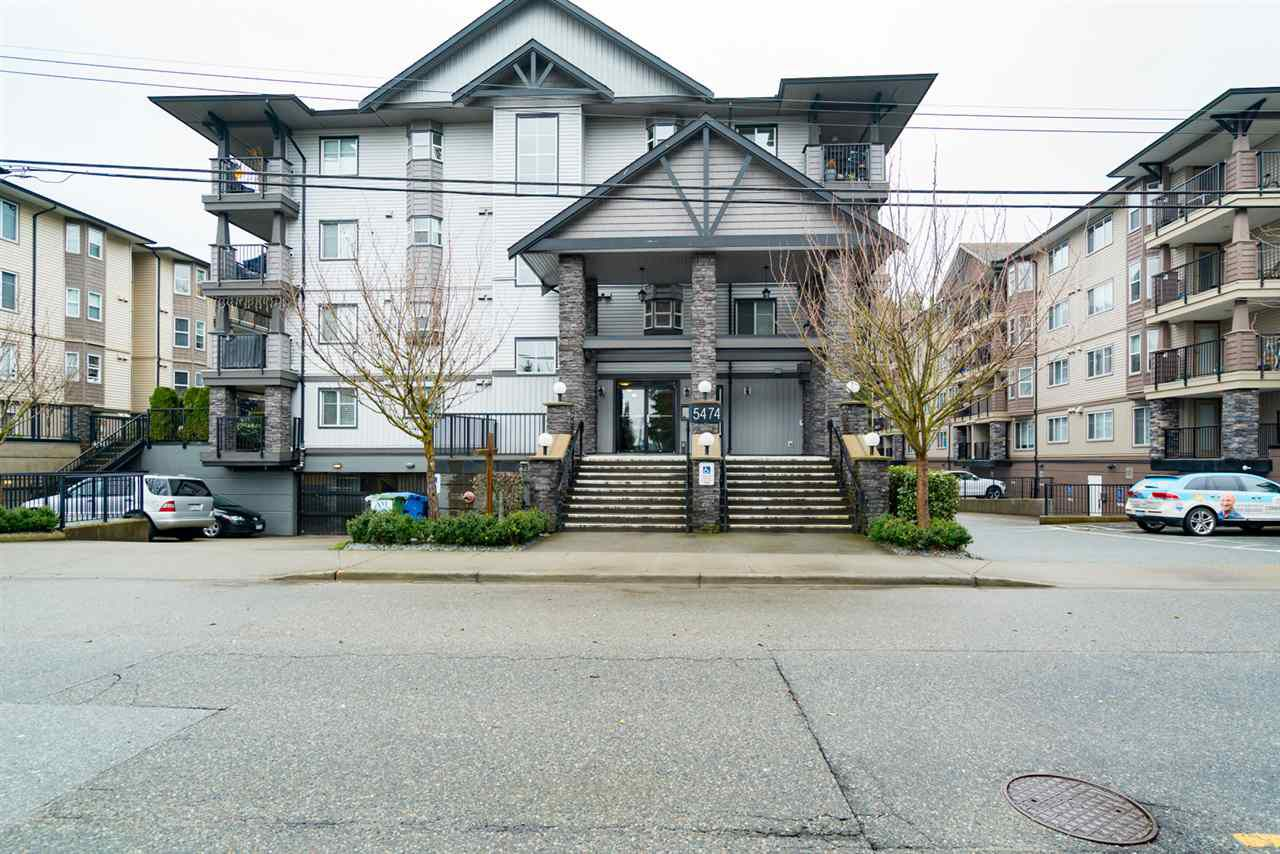"""Main Photo: 201 5474 198TH Street in Langley: Langley City Condo for sale in """"Southbrook"""" : MLS®# R2146834"""
