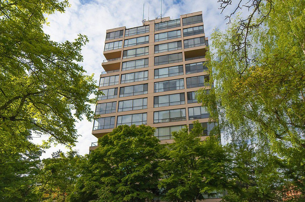 """Main Photo: 1302 2115 W 40TH Avenue in Vancouver: Kerrisdale Condo for sale in """"THE REGENCY"""" (Vancouver West)  : MLS®# R2168325"""