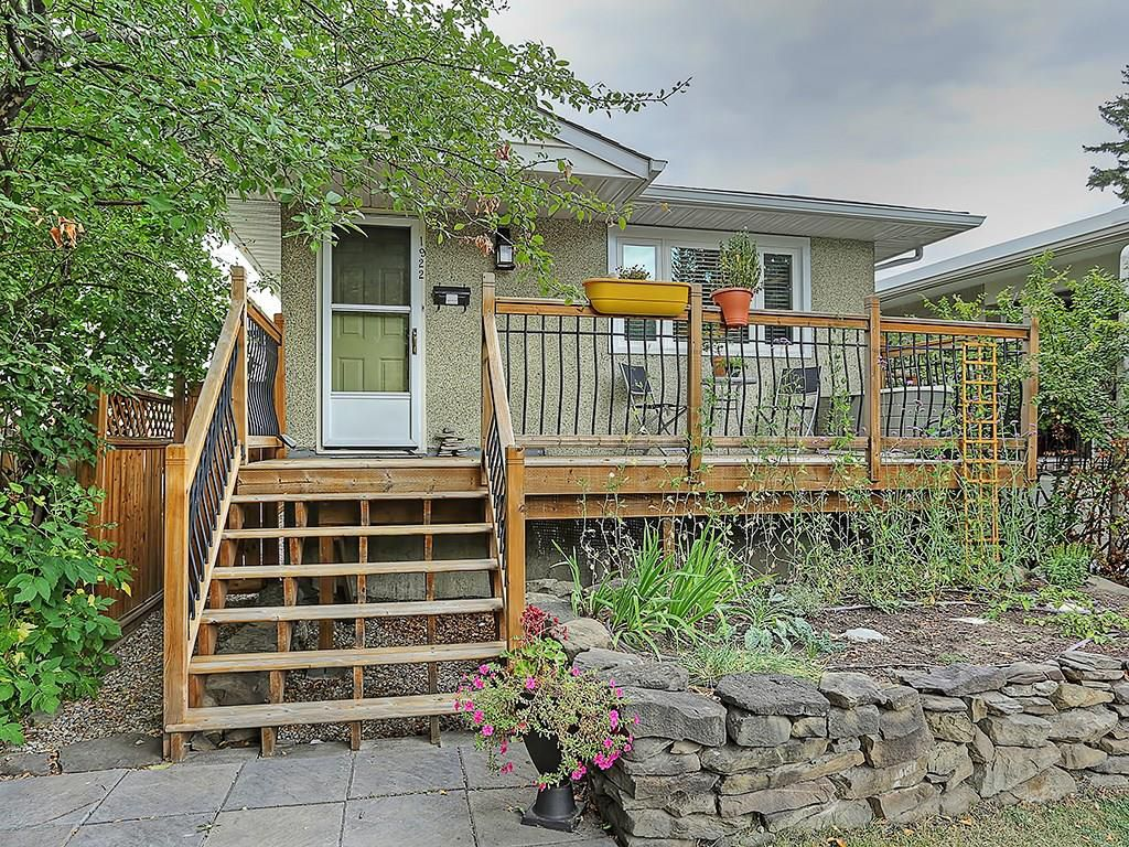 Main Photo: 1922 19 Avenue NW in Calgary: Banff Trail House for sale : MLS®# C4137899