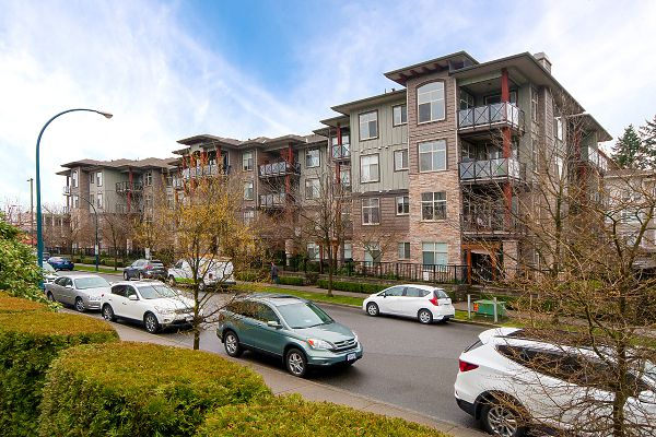 "Main Photo: 113 2336 WHYTE Avenue in Port Coquitlam: Central Pt Coquitlam Condo for sale in ""CENTREPOINTE"" : MLS®# R2255595"