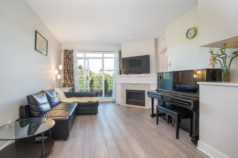 """Main Photo: 410 2105 W 42 Avenue in Vancouver: Kerrisdale Condo for sale in """"THE BROWNSTONE"""" (Vancouver West)  : MLS®# R2379794"""