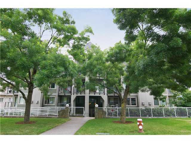 Main Photo: 404 210 CARNARVON Street in New Westminster: Downtown NW Condo for sale : MLS®# V924567