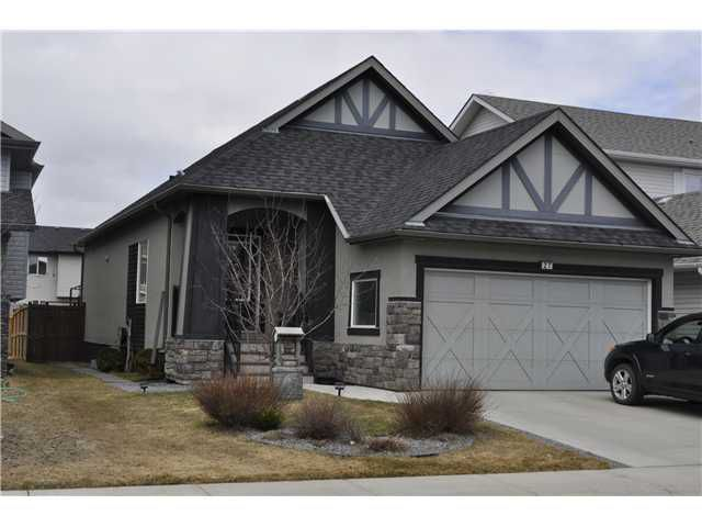 Welcome to this great 1236 Sqft Bungalow in Kings Heights.