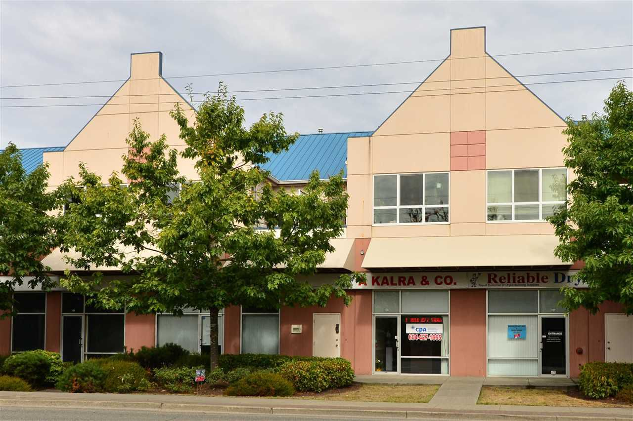 Main Photo: 205 19897 56 Avenue in Langley: Langley City Condo for sale : MLS®# R2107329