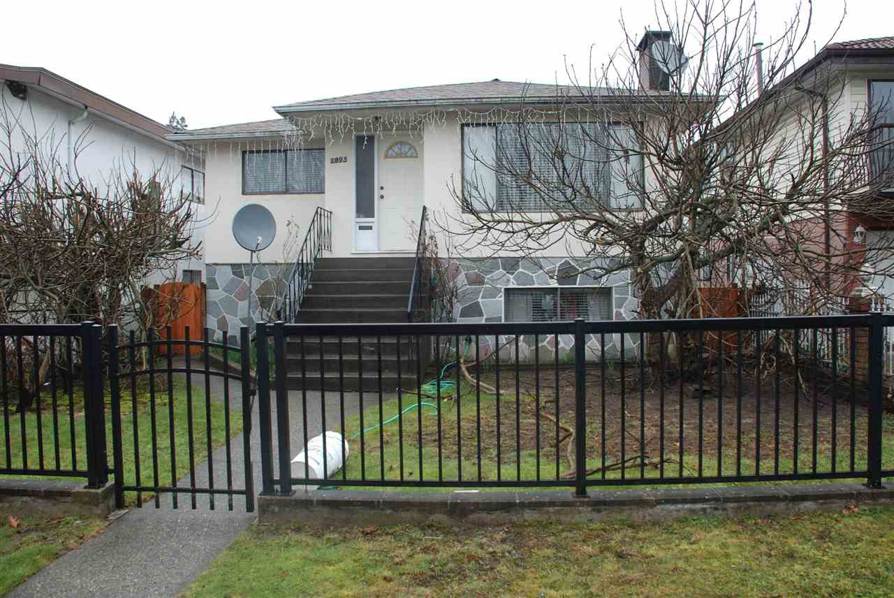 Main Photo: 2095 E 42ND Avenue in Vancouver: Killarney VE House for sale (Vancouver East)  : MLS®# R2146018