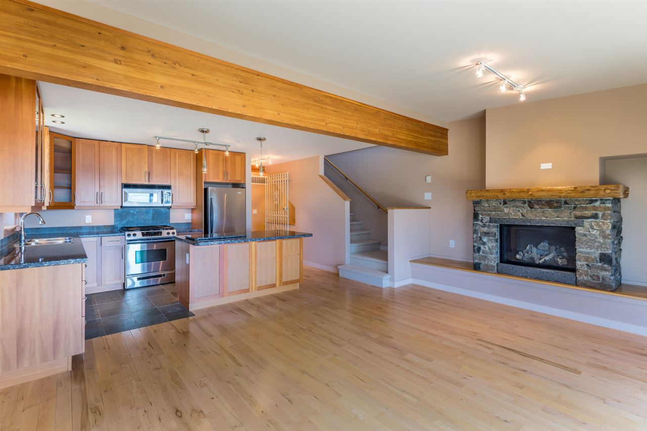 "Photo 7: Photos: 5398 WAKEFIELD BEACH Lane in Sechelt: Sechelt District Townhouse for sale in ""WAKEFIELD BEACH LANE - WATERFRONT"" (Sunshine Coast)  : MLS®# R2178419"
