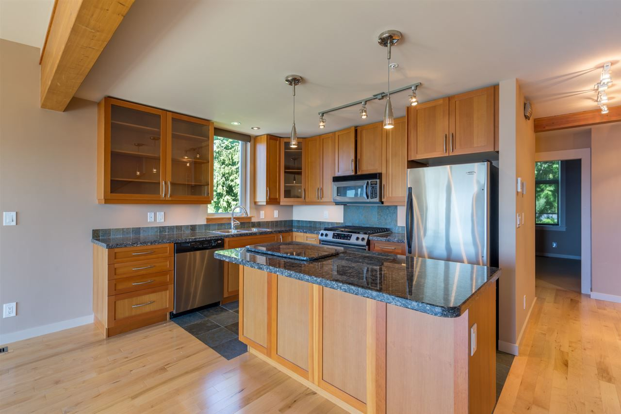 "Photo 5: Photos: 5398 WAKEFIELD BEACH Lane in Sechelt: Sechelt District Townhouse for sale in ""WAKEFIELD BEACH LANE - WATERFRONT"" (Sunshine Coast)  : MLS®# R2178419"