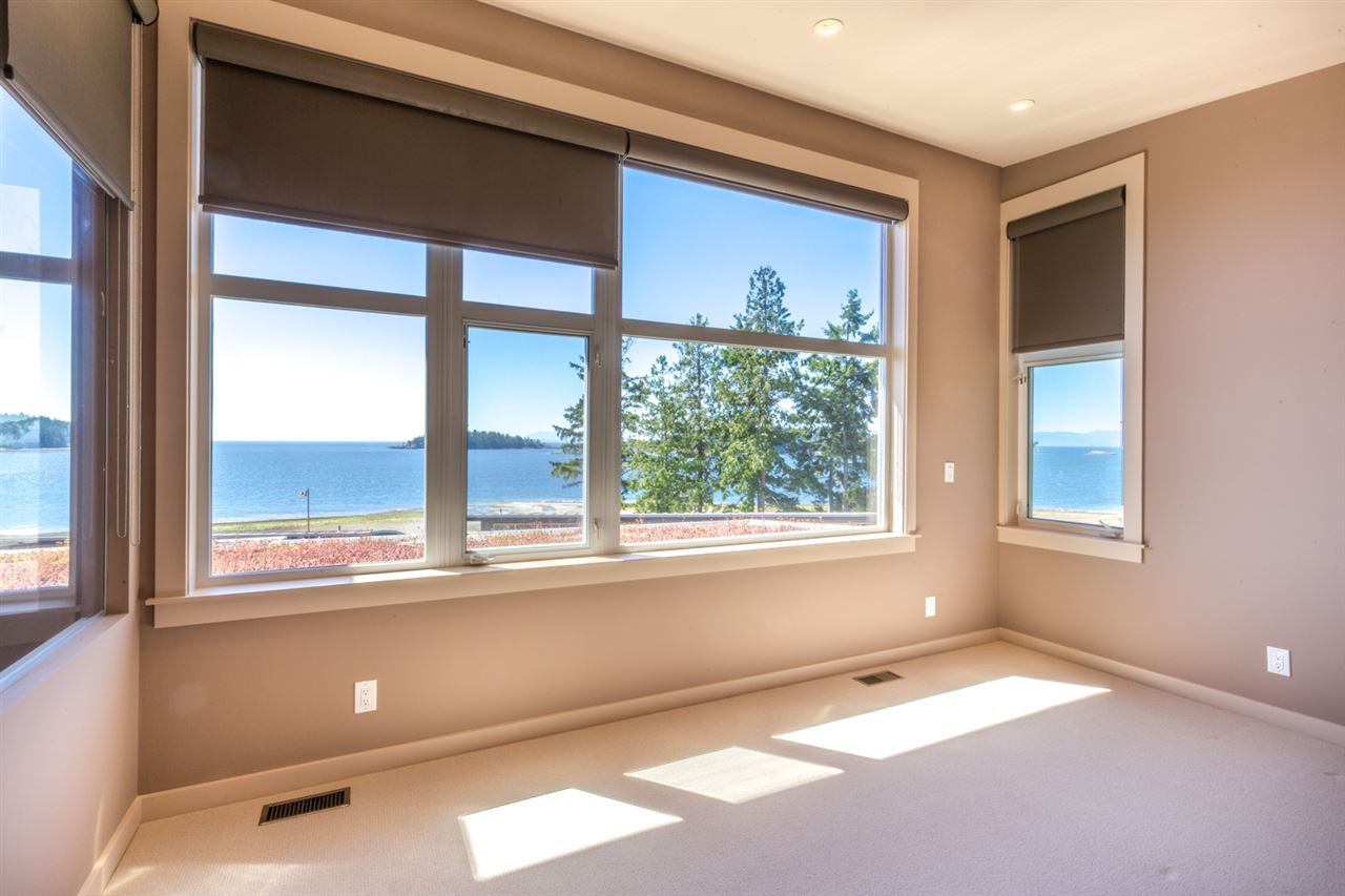 "Photo 9: Photos: 5398 WAKEFIELD BEACH Lane in Sechelt: Sechelt District Townhouse for sale in ""WAKEFIELD BEACH LANE - WATERFRONT"" (Sunshine Coast)  : MLS®# R2178419"
