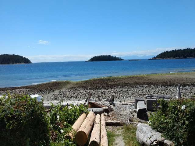 "Photo 15: Photos: 5398 WAKEFIELD BEACH Lane in Sechelt: Sechelt District Townhouse for sale in ""WAKEFIELD BEACH LANE - WATERFRONT"" (Sunshine Coast)  : MLS®# R2178419"