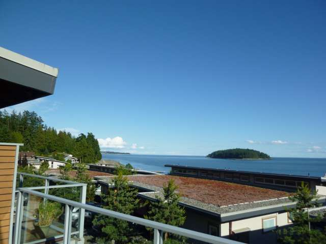 "Photo 1: Photos: 5398 WAKEFIELD BEACH Lane in Sechelt: Sechelt District Townhouse for sale in ""WAKEFIELD BEACH LANE - WATERFRONT"" (Sunshine Coast)  : MLS®# R2178419"