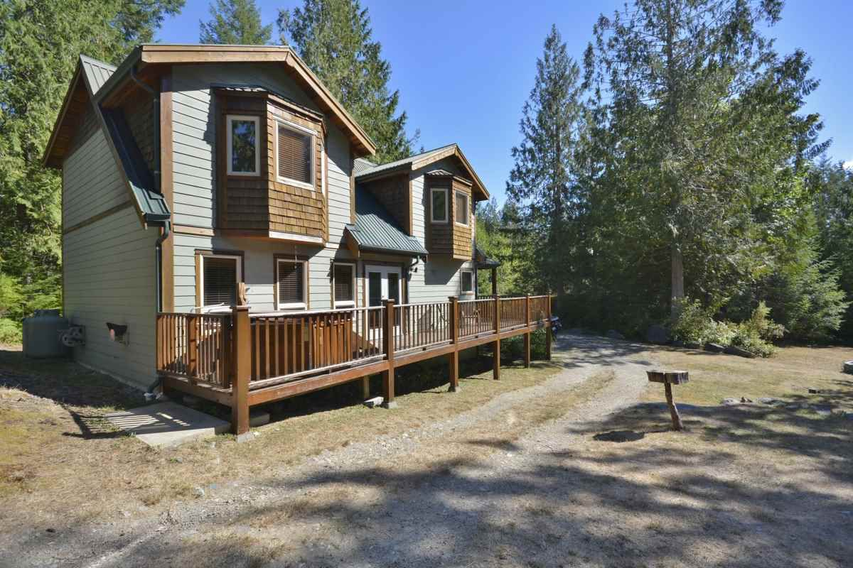 Main Photo: 11 13651 CAMP BURLEY ROAD in Garden Bay: Pender Harbour Egmont House for sale (Sunshine Coast)  : MLS®# R2200142