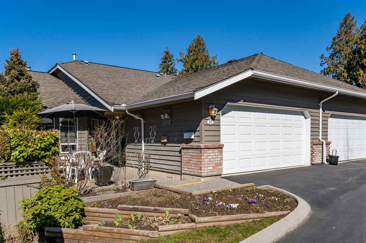 """Main Photo: 37 21848 50 Avenue in Langley: Murrayville Townhouse for sale in """"Cedar Crest"""" : MLS®# R2350873"""