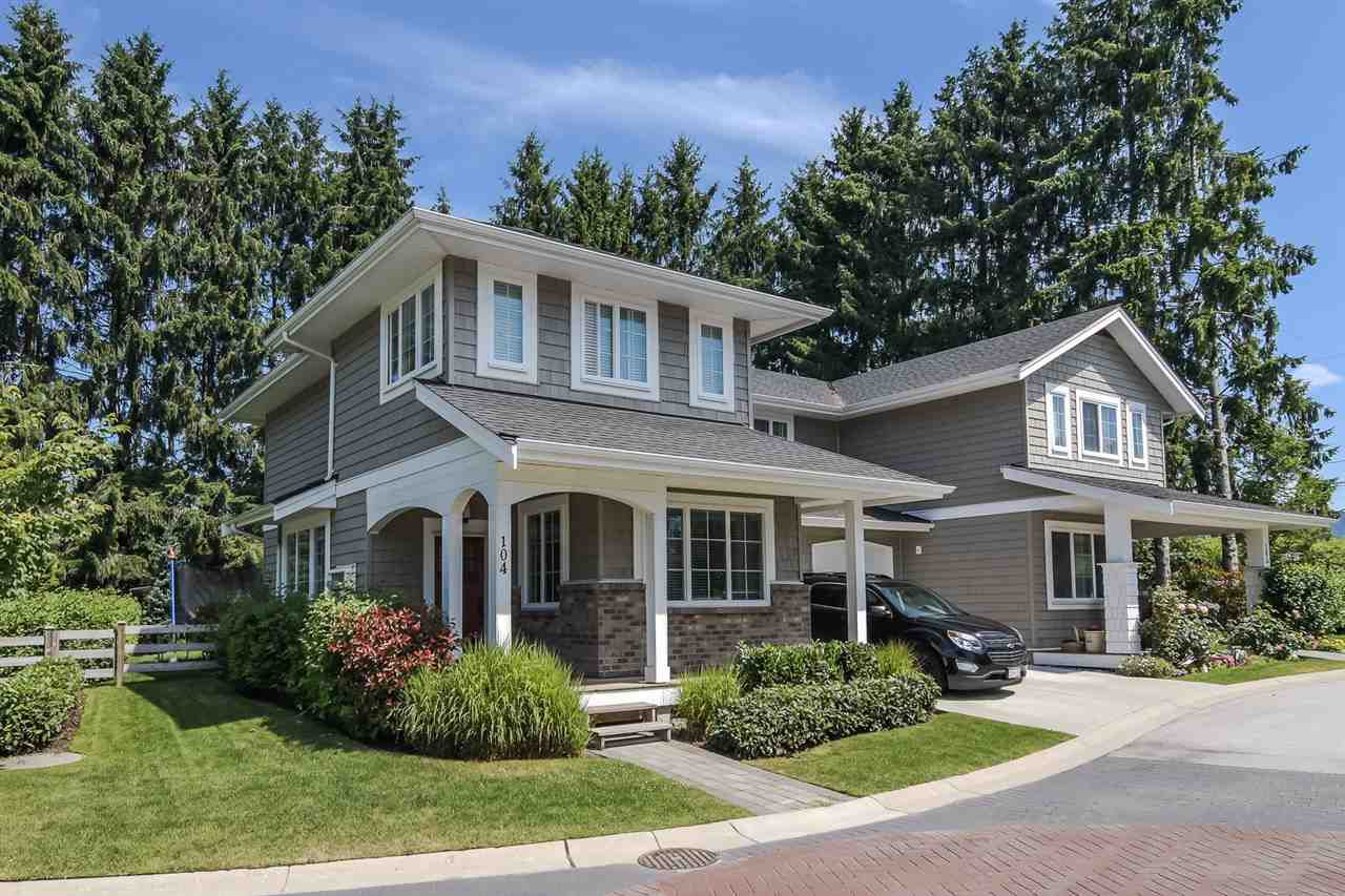 """Main Photo: 104 12161 237 Street in Maple Ridge: East Central Townhouse for sale in """"VILLAGE GREEN"""" : MLS®# R2385054"""