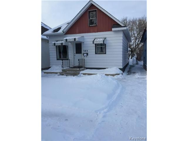 Fantastic starter home! This 836 sq ft 2 bedroom home is in a gr