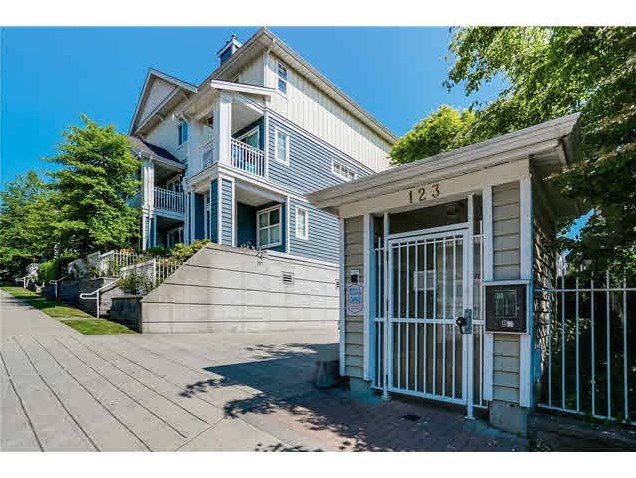 """Main Photo: 30 123 SEVENTH Street in New Westminster: Uptown NW Townhouse for sale in """"Royal City Terraces"""" : MLS®# R2052771"""