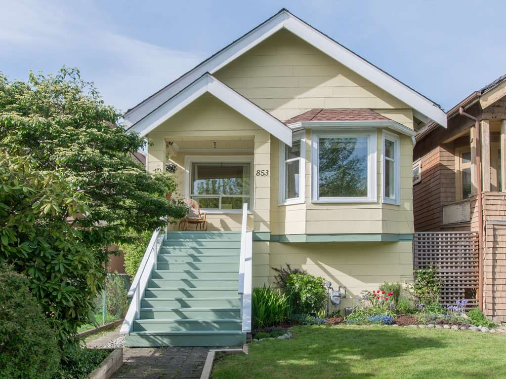 "Main Photo: 853 E 20TH Avenue in Vancouver: Fraser VE House for sale in ""FRASER"" (Vancouver East)  : MLS®# R2061206"