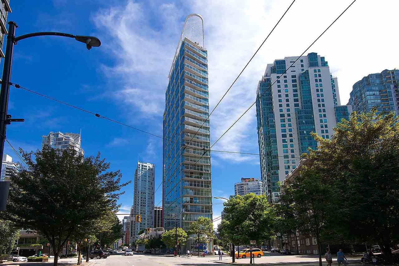 "Main Photo: 1501 1277 MELVILLE Street in Vancouver: Coal Harbour Condo for sale in ""FLATIRON"" (Vancouver West)  : MLS®# R2066821"