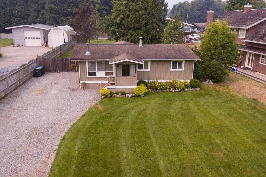 Main Photo: 41703 COTTONWOOD Road in Squamish: Brackendale House for sale : MLS®# R2195486