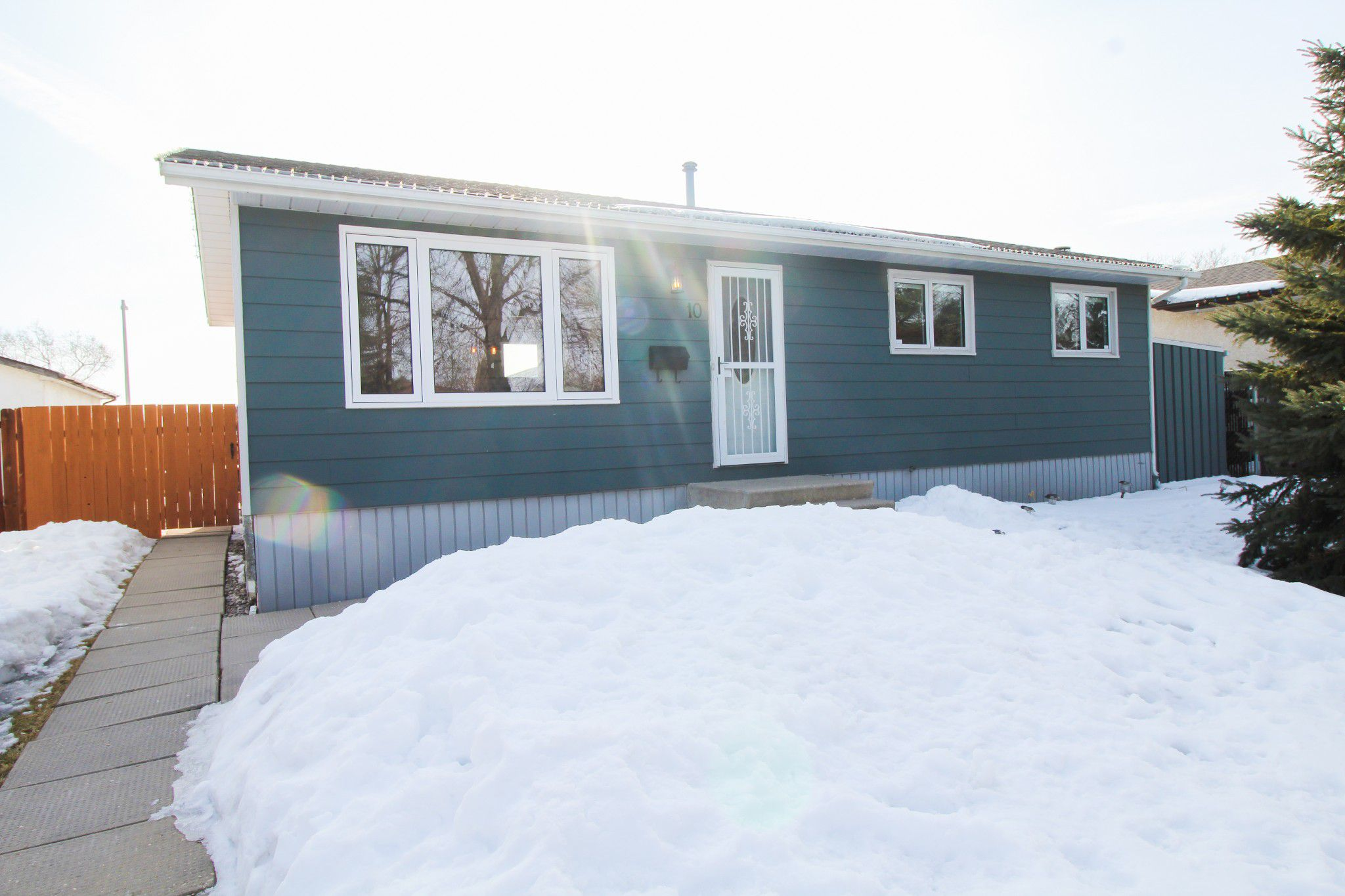 Main Photo: Gorgeous 3 Bedroom bungalow for sale in Mission Gardens