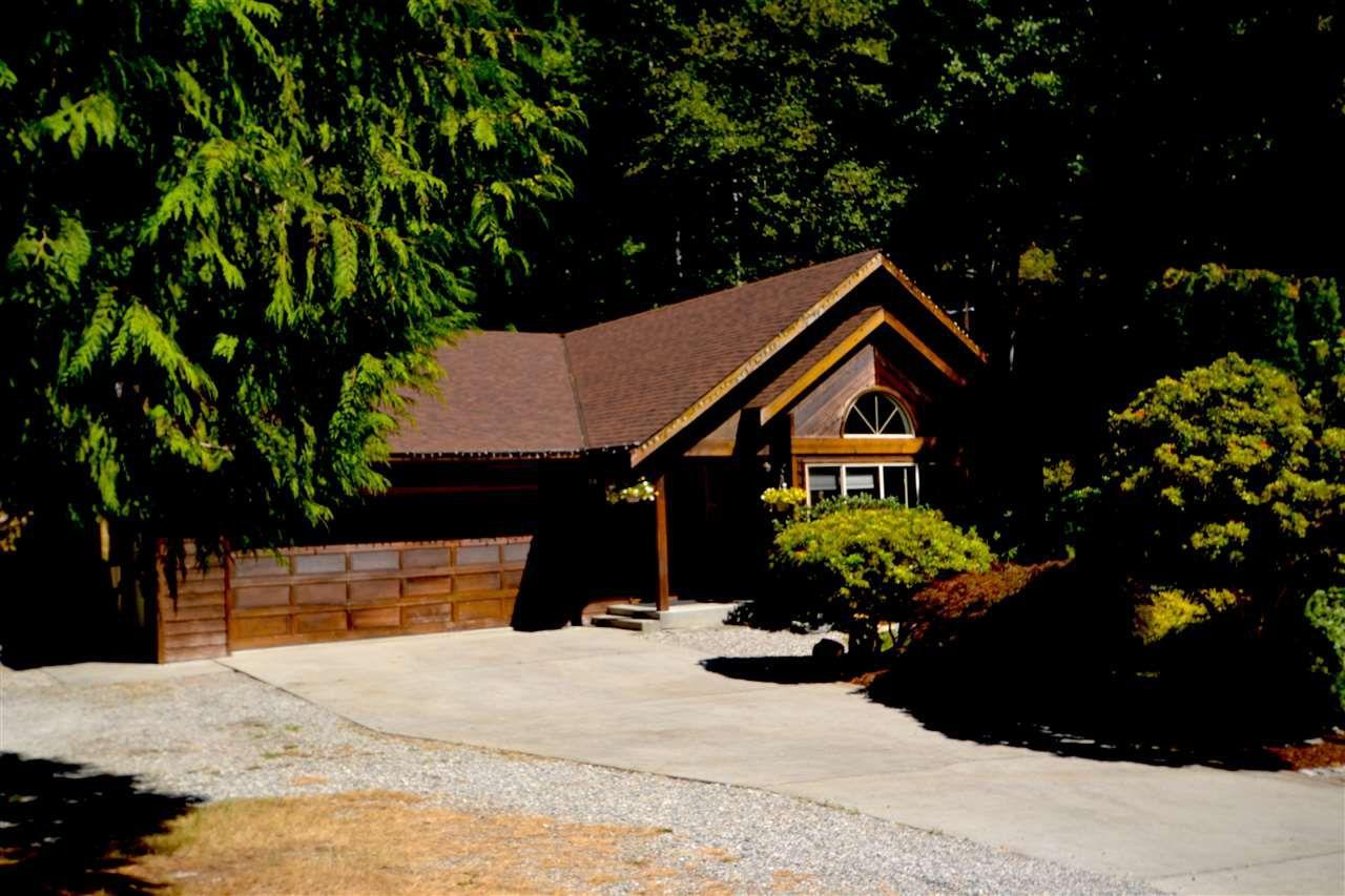 Main Photo: 10076 PAINTER Road in Halfmoon Bay: Halfmn Bay Secret Cv Redroofs House for sale (Sunshine Coast)  : MLS®# R2293873