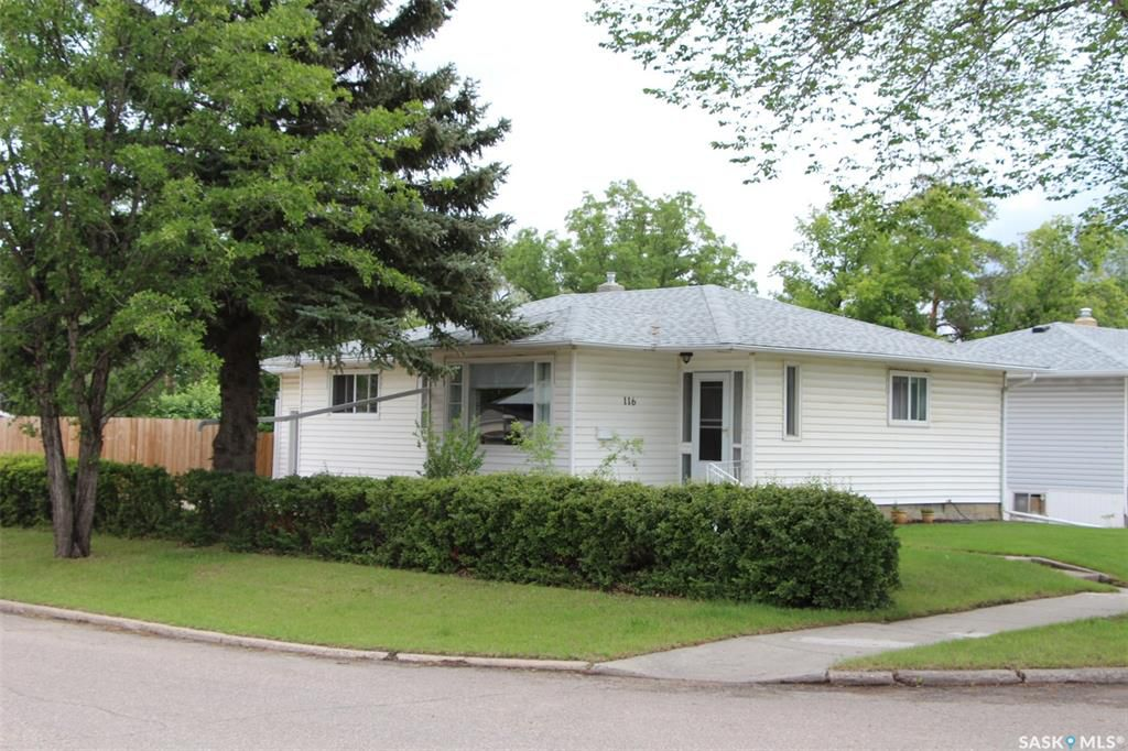 Main Photo: 116 106TH Street in Saskatoon: Sutherland Residential for sale : MLS®# SK778257