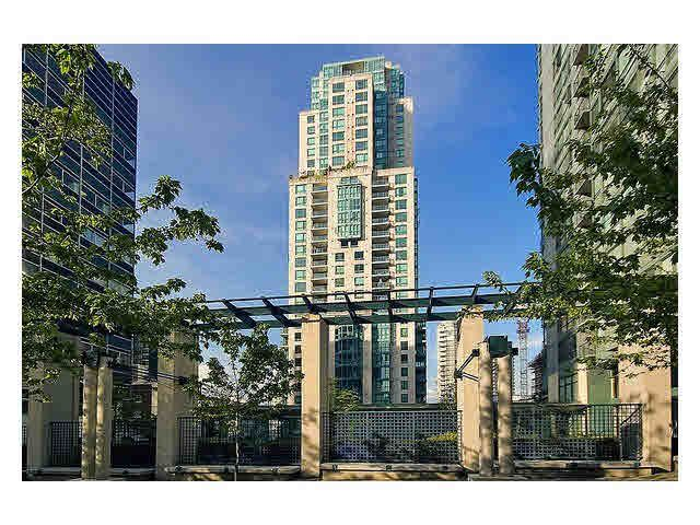"Main Photo: 2105 1238 MELVILLE Street in Vancouver: Coal Harbour Condo for sale in ""Point Claire"" (Vancouver West)  : MLS®# V1132813"