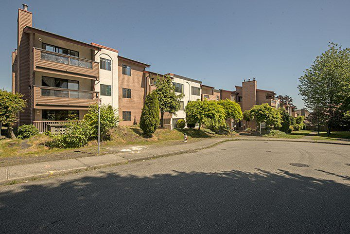 """Main Photo: 105 3883 LAUREL Street in Burnaby: Burnaby Hospital Condo for sale in """"VALHALLA COURT"""" (Burnaby South)  : MLS®# R2064103"""