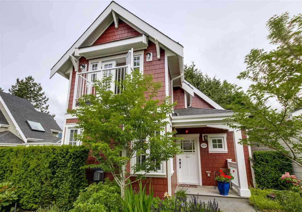 """Main Photo: 2039 ESQUIMALT Avenue in West Vancouver: Ambleside Condo for sale in """"Hollyburn Mews"""" : MLS®# R2072051"""