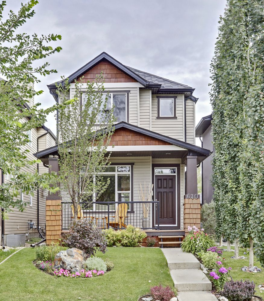 Main Photo: 640 54 Ave SW in Calgary: House for sale : MLS®# C4023546
