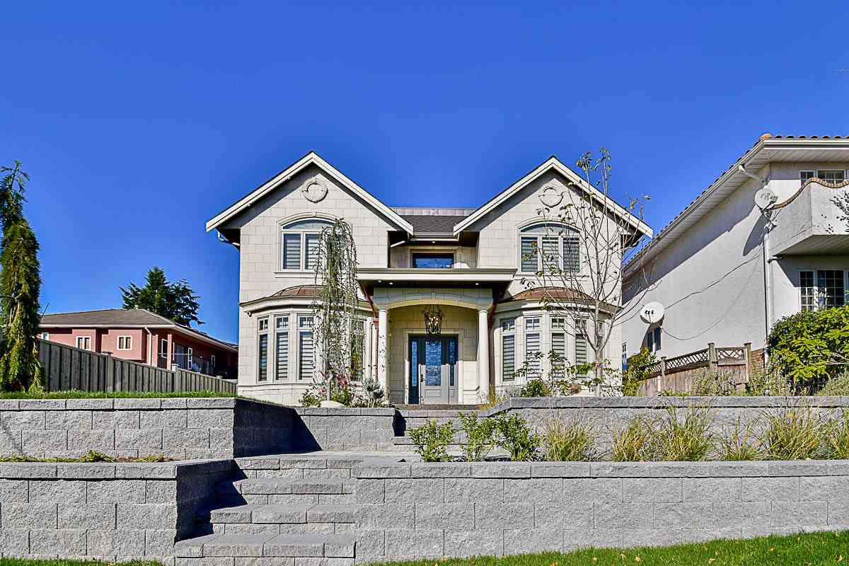 Main Photo: 7525 13TH Avenue in Burnaby: Edmonds BE House for sale (Burnaby East)  : MLS®# R2145275
