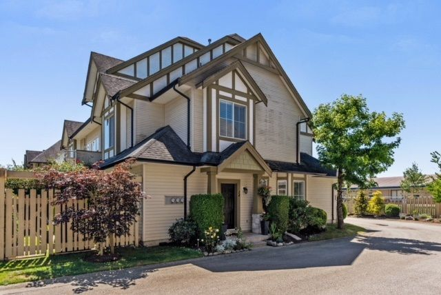 """Main Photo: 14 18707 65 Avenue in Surrey: Cloverdale BC Townhouse for sale in """"LEGENDS"""" (Cloverdale)  : MLS®# R2289674"""
