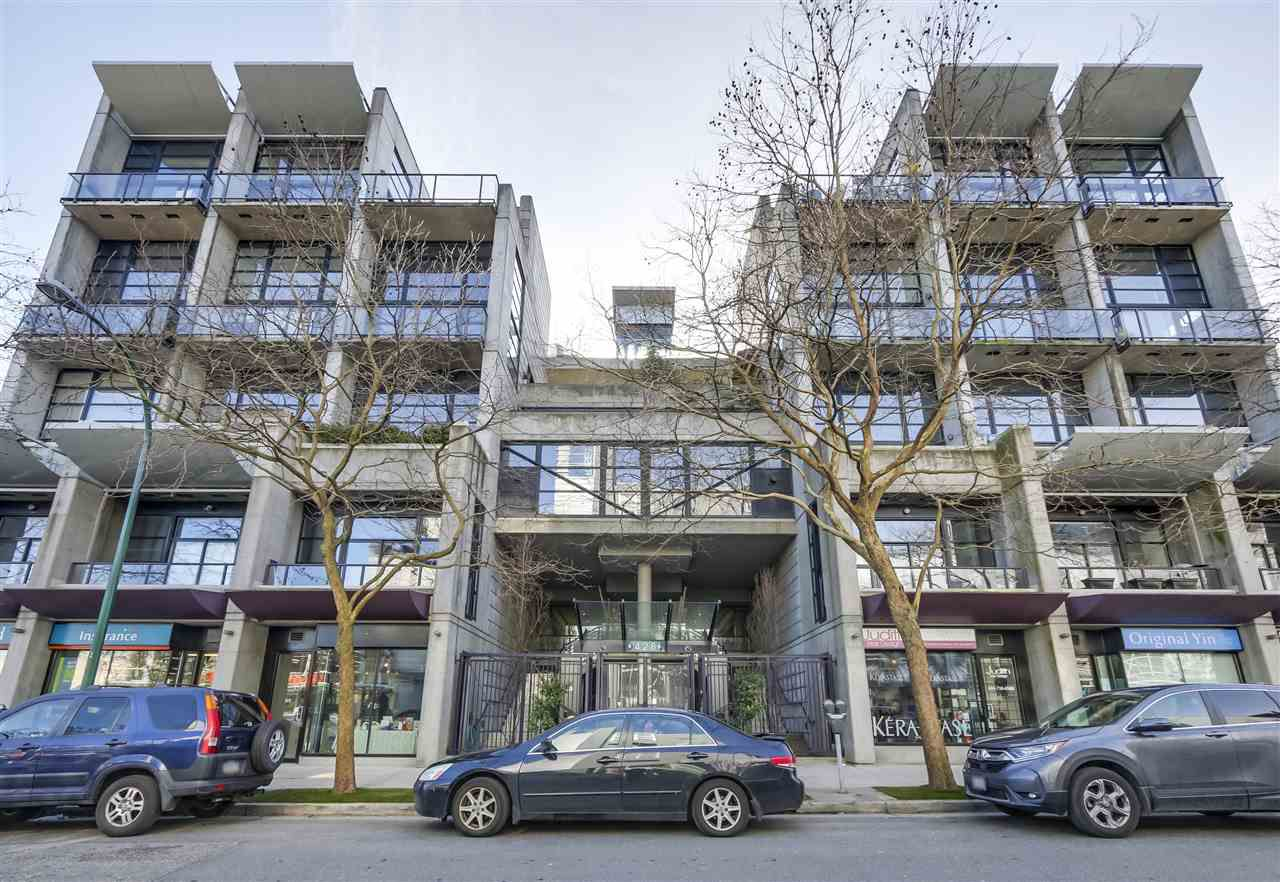 "Main Photo: 220 428 W 8TH Avenue in Vancouver: Mount Pleasant VW Condo for sale in ""XL LOFTS"" (Vancouver West)  : MLS®# R2343084"